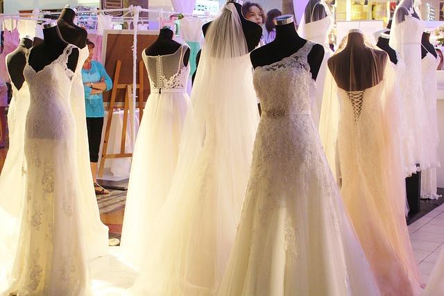 wedding-dress-646290_640